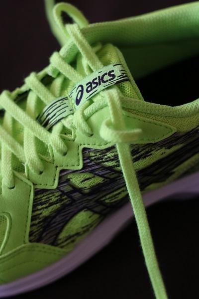 運動靴のカカトのブレ